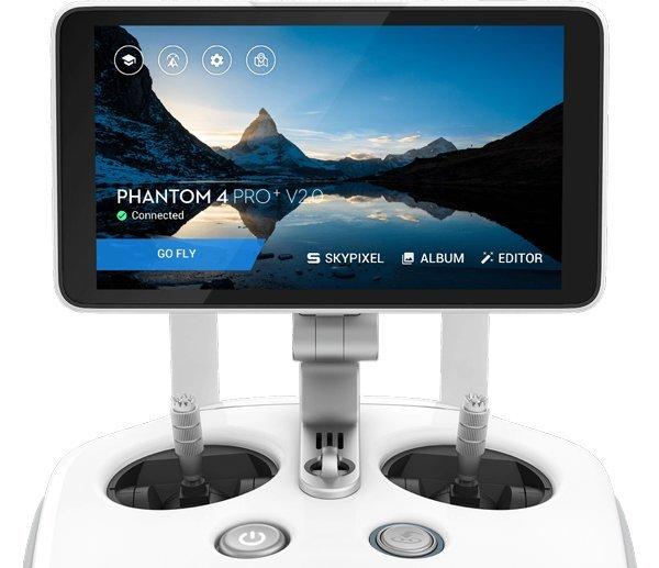 Phatom 4 Pro V2 có bộ điều khiển tầm xa trực quan có màn hình 5.5 inch