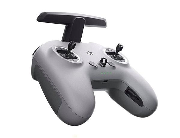DJI FPV với tay cầm điều khiển mới