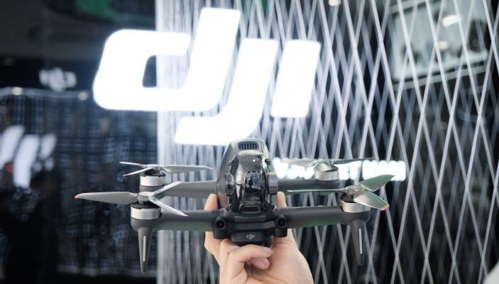 Tổng trọng lượng của DJI FPV Drone chỉ khoảng 795g