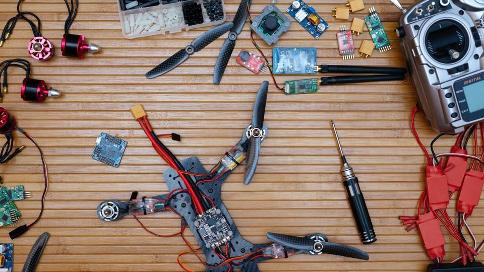 FPV Drone truyền thống không dễ sử dụng