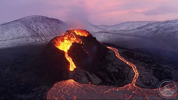 Những cảnh quay ấn tượng trên núi lửa phun trào từ Mavic 2 Pro